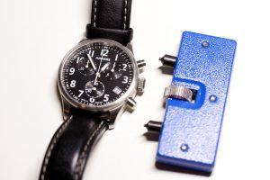 Junkers Chronograph und Gehäuseöffner für Batteriewechsel